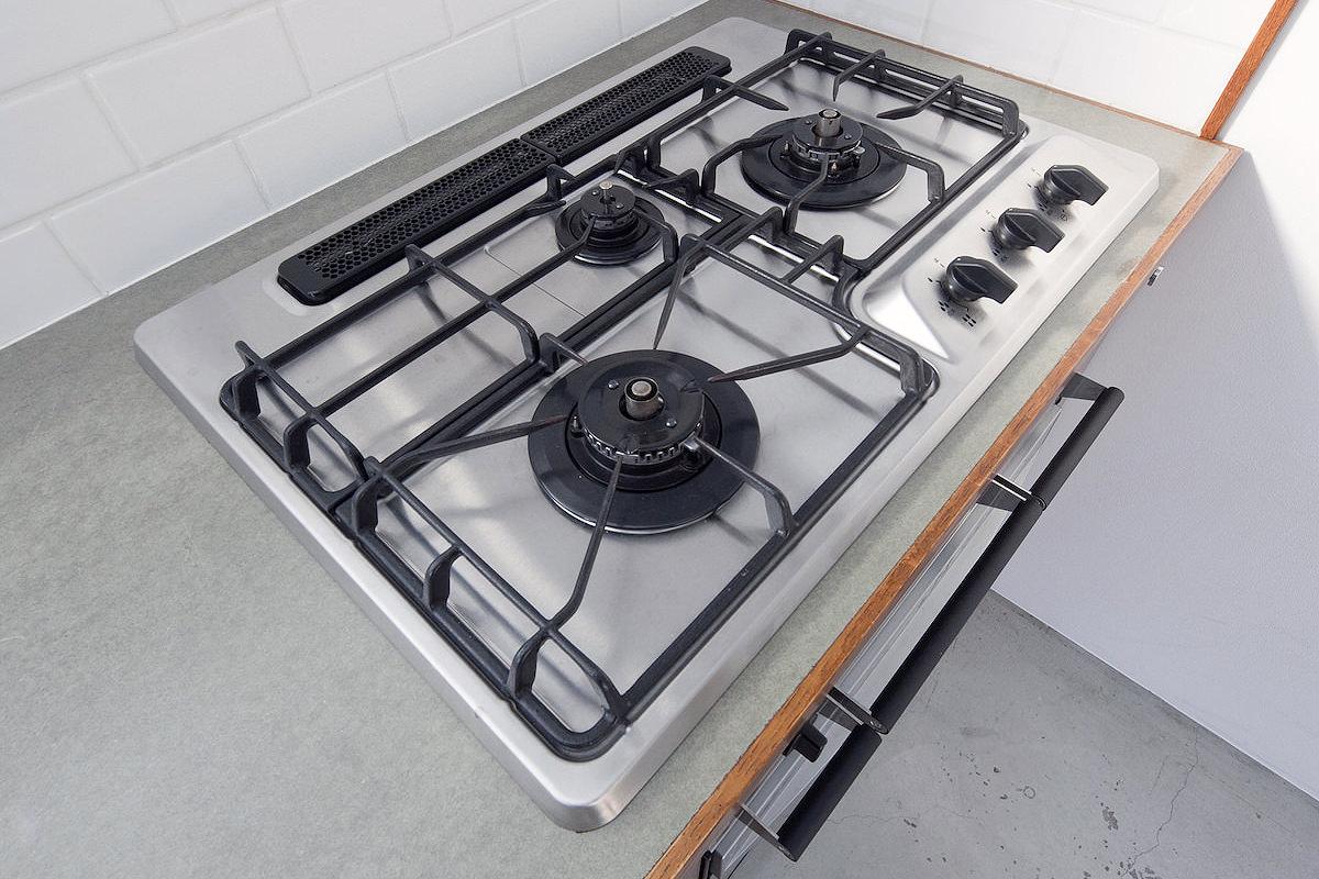 3口ガスコンロ、オーブン完備